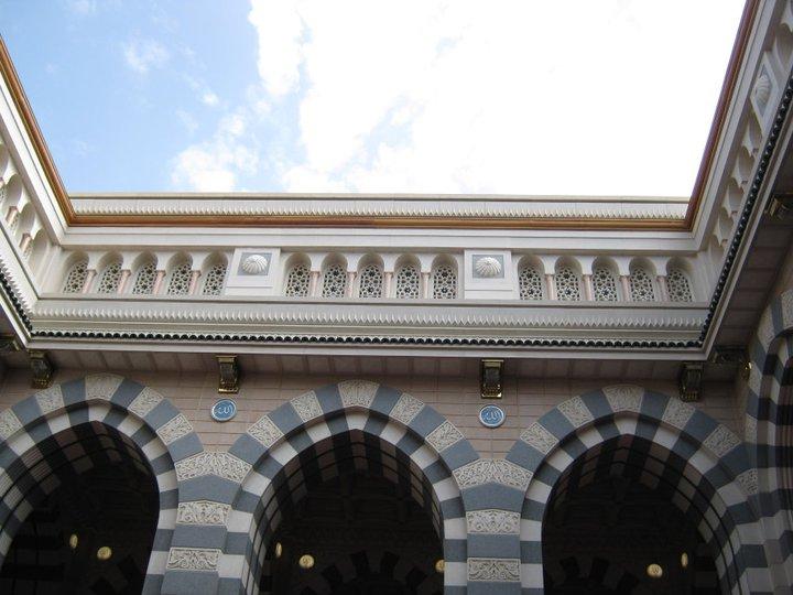 صور المسجد النبوى من الداخل 132680976810.jpg